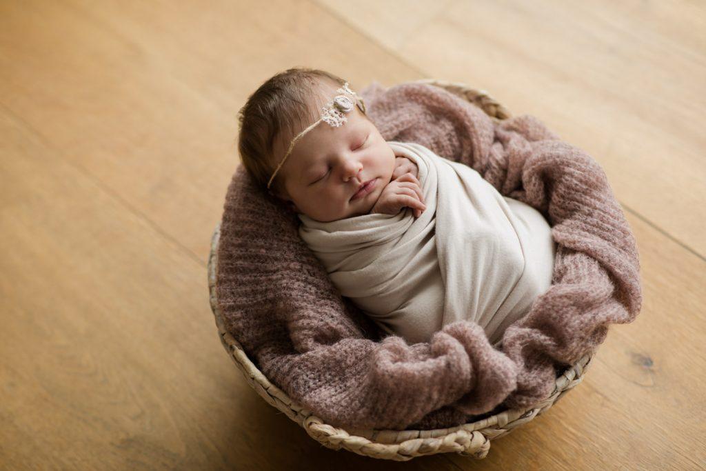 Babys beim Fotoshooting zum Schlafen bringen