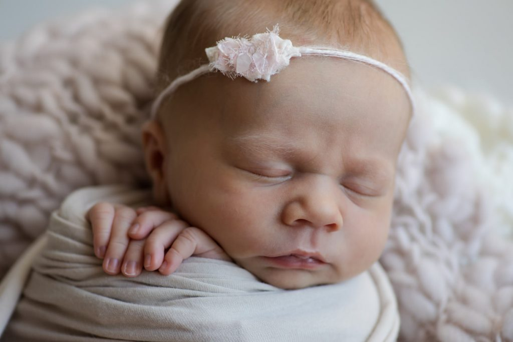 Neugeborenes Mädchen rosa Haarband